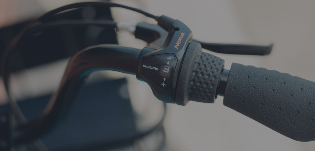 The shifter of a HOPR dockless 3-speed bike.